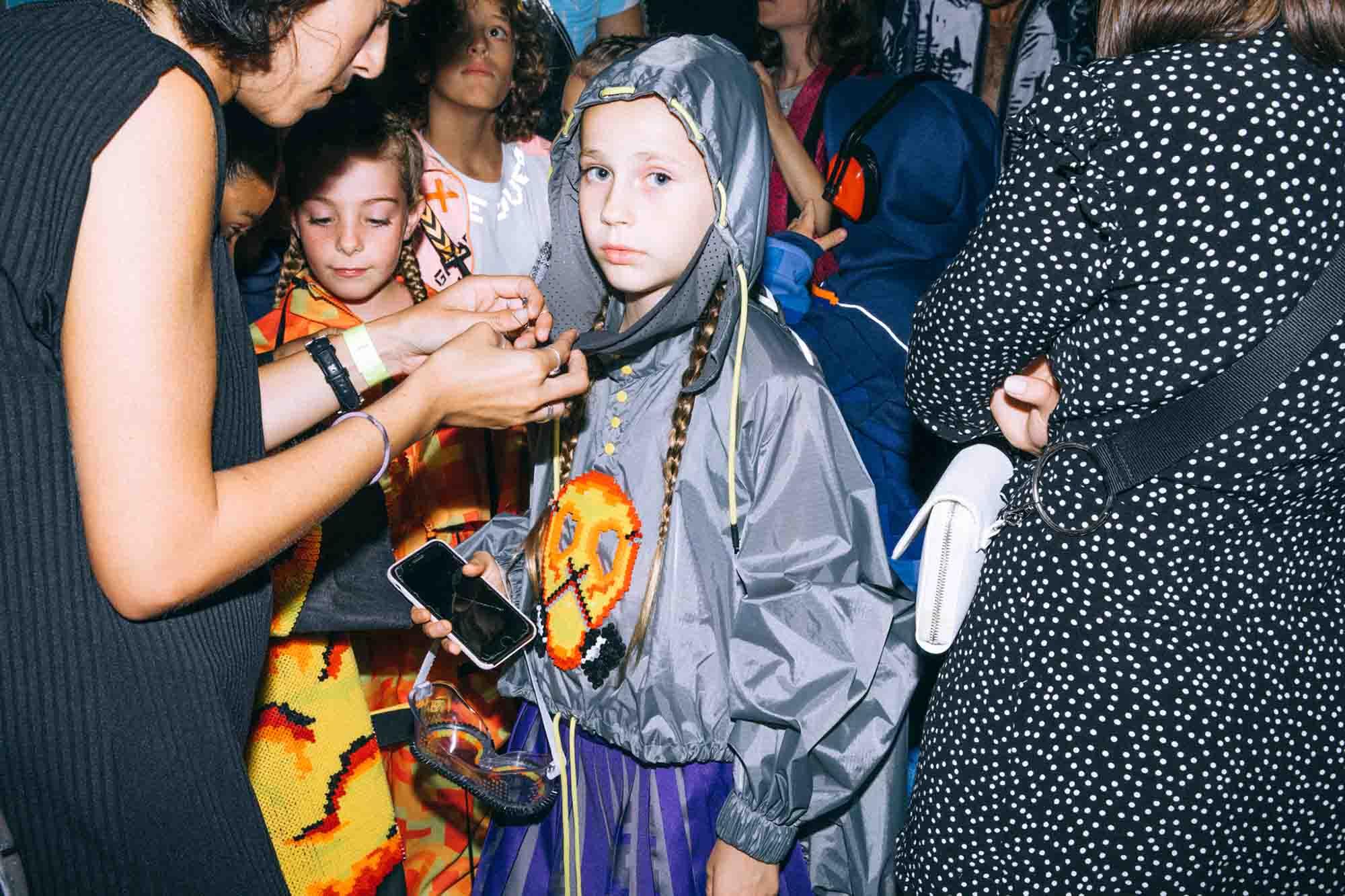 אופנה, חדשות אופנה, דפנה גולוב, כתבות אפנה, שנקר 2019, צילום עדי סגל, Backstage_at_Shenkar_fashion_show_2019._Photo_Adi_Segal_-_Dafna_Golub_Collection_(5)