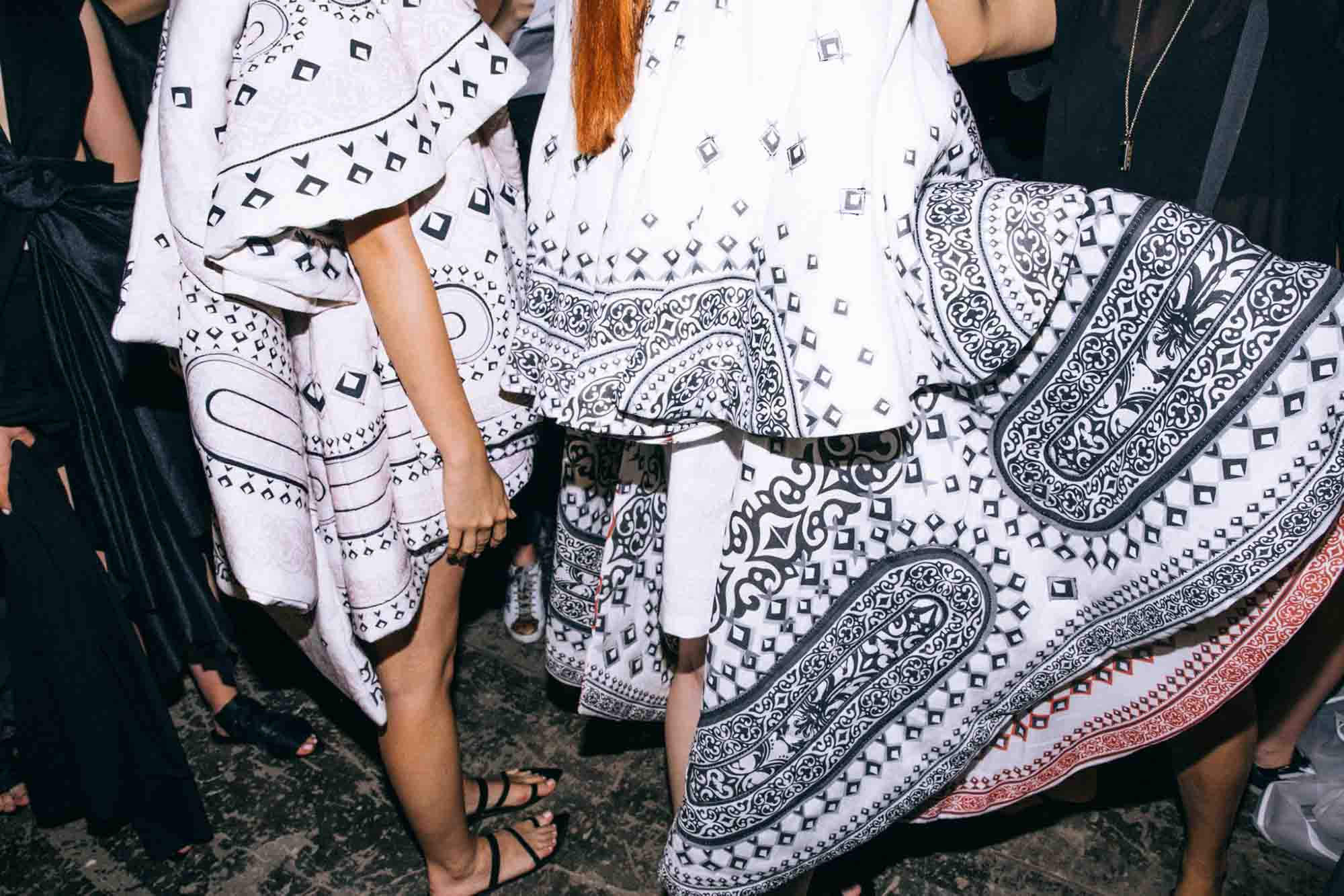 אופנה, חדשות אופנה, כתבות אפנה, שנקר 2019, נטע איטח, צילום עדי סגל, Backstage_at_Shenkar_fashion_show_2019._Photo_Adi_Segal_-_Netta_Ittah_collection_(2)