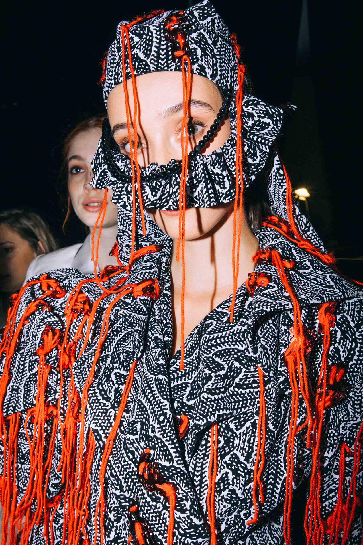 אופנה, חדשות אופנה, כתבות אפנה, שנקר 2019, צילום עדי סגל, רותם שאול , Backstage_at_Shenkar_fashion_show_2019._Photo_Adi_Segal_-_Rotem_Shaul_collection_(3) - 3