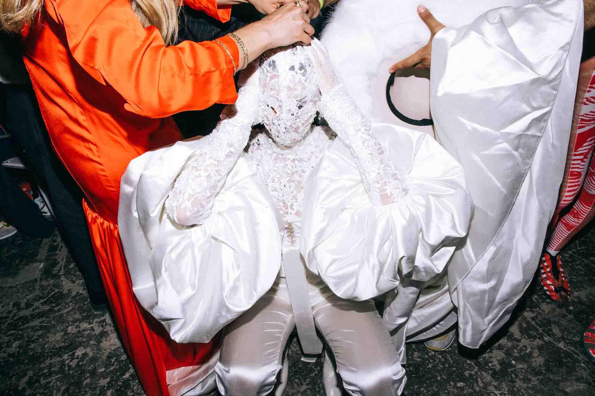 אופנה, חדשות אופנה, כתבות אפנה, שנקר 2019, צילום עדי סגל, טל מדינה, Backstage_at_Shenkar_fashion_show_2019._Photo_Adi_Segal_-_Tal_Medina_collection_(1) - 1