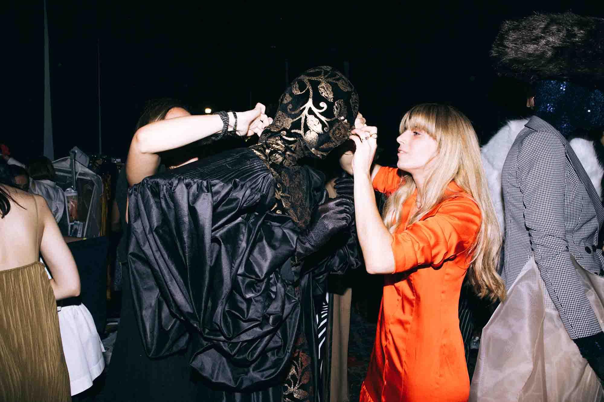 אופנה, חדשות אופנה, כתבות אפנה, שנקר 2019, צילום עדי סגל, טל מדינה, Backstage_at_Shenkar_fashion_show_2019._Photo_Adi_Segal_-_Tal_Medina_collection_(1) - 13