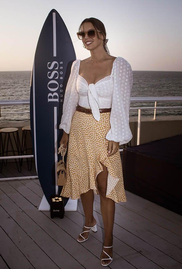 ירדן הראל: (טופ: הלנה, חצאית: טוונטיפורסבן, תכשיטים: פנדורה, נעליים: זארה). צילום: Morgan Jamie - Fashion Israel - 2020 חדשות אופנה 2020, כתבות אופנה 2020, טרנדים 2020, מגזין אופנה ישראלי, אופנה -