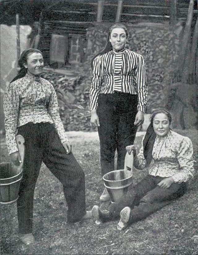 Fashion Israel - 2020 חדשות אופנה, כתבות אופנה 2020, טרנדים, מגזין אופנה, אופנה - נשים במכנסיים 1904