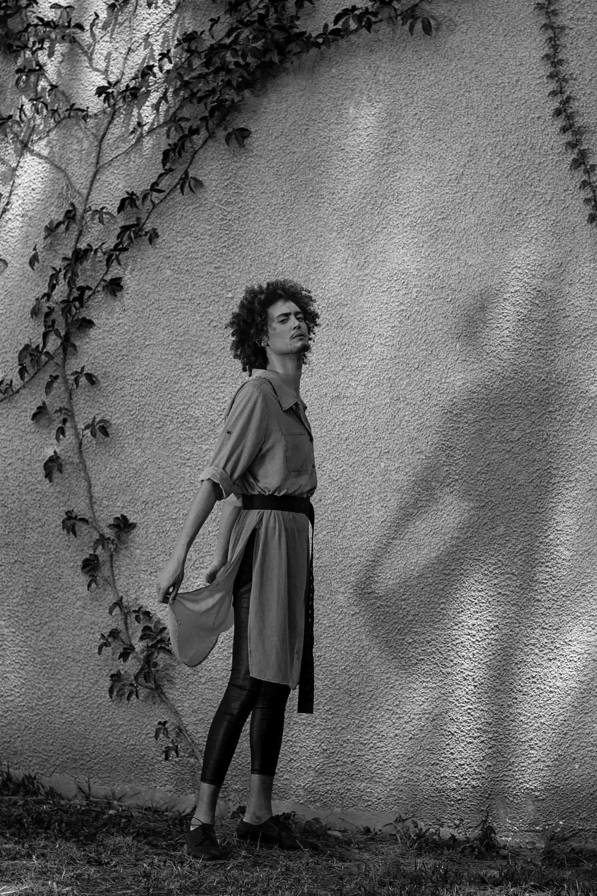 טוניקה משבצות גולברי נשים ,טייץ ארקטה , נעליים דוקטור מרטינס אוסף פרטי , טיץ שחור ארקטה , כפכפים אדידס , שגיא לירן, sagi liran - 7 Fashion Israel - 2020 חדשות אופנה 2020, כתבות אופנה 2020, טרנדים 2020, מגזין אופנה ישראלי, אופנה -