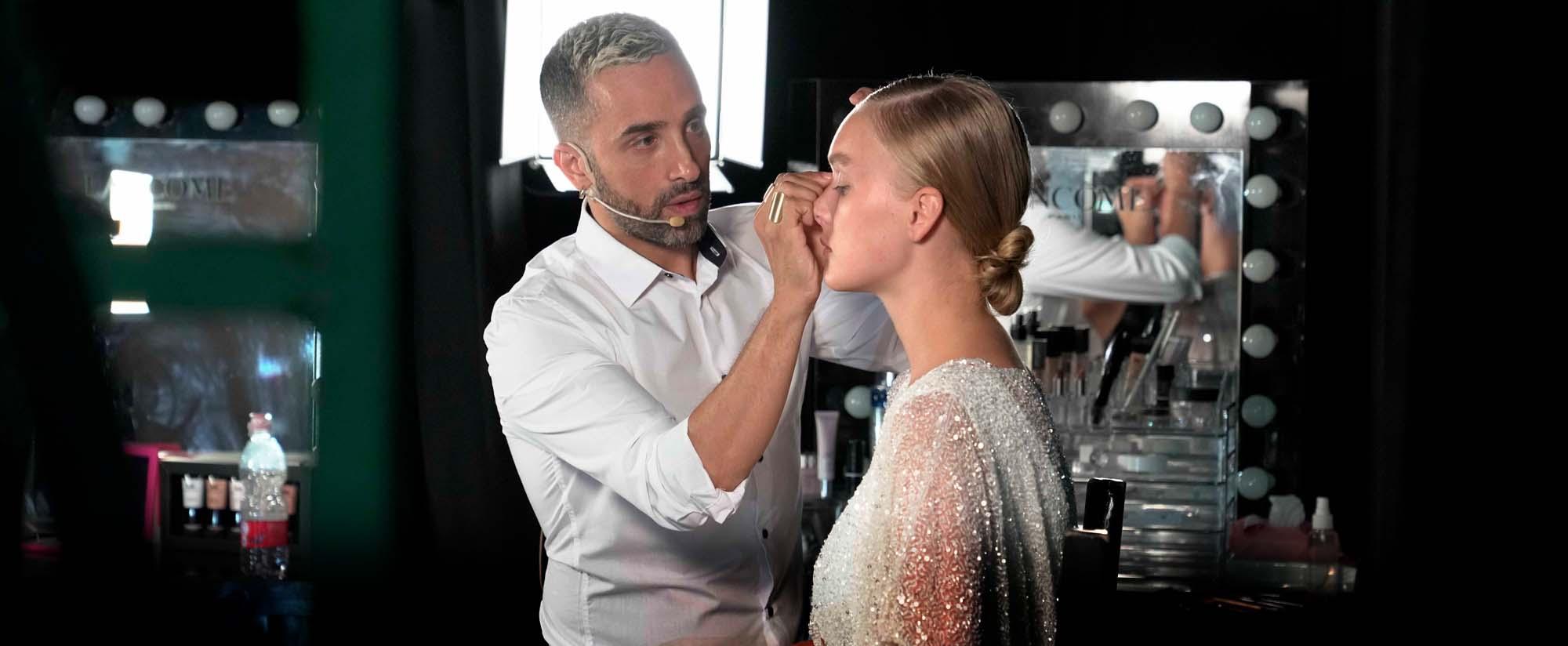 איפור, אמן האיפור עידו רפאל מדגים איפור עם מוצרי אי-אם פאשן מייקאפ, צילום בן ליאון, Fashion Israel