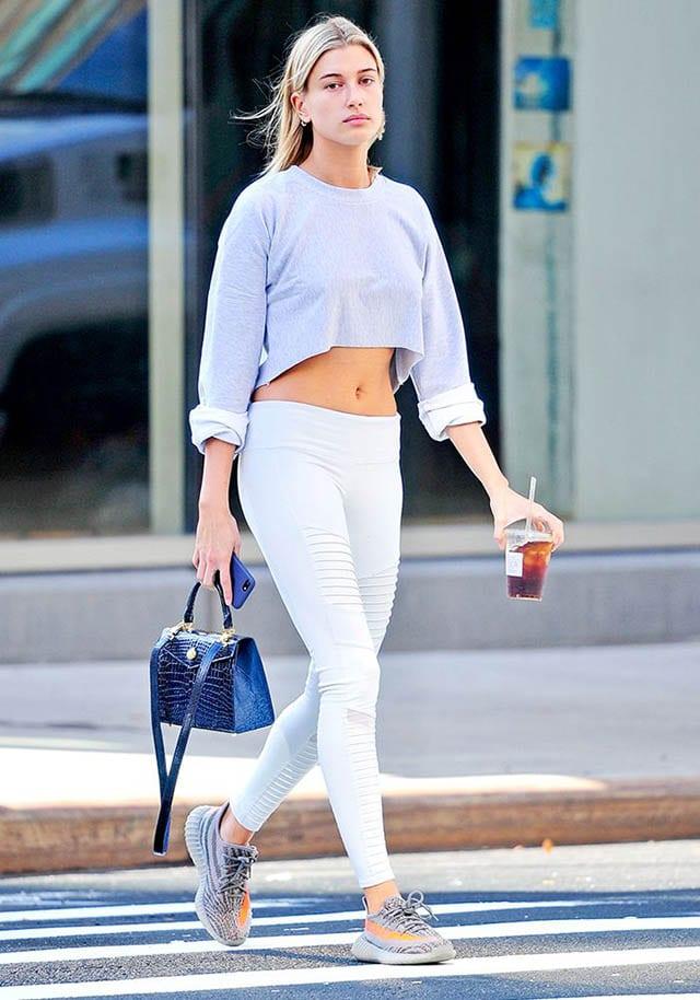 בלה חדיד, Bella Hadid Alo Lush Bra and High Waist Airbrush Le, אופנה, fashion, מגזין אופנה, fashion magazine, טרנדים - 3