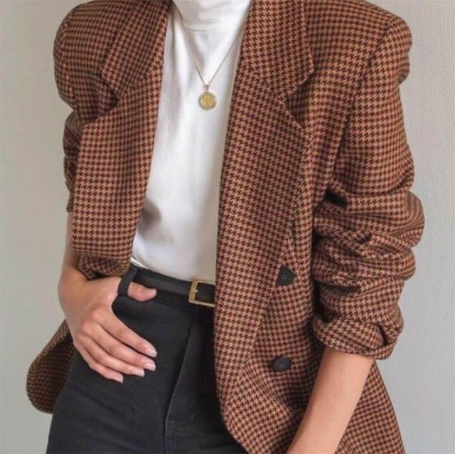 ג׳קט משבצות חום, חדשות אופנה