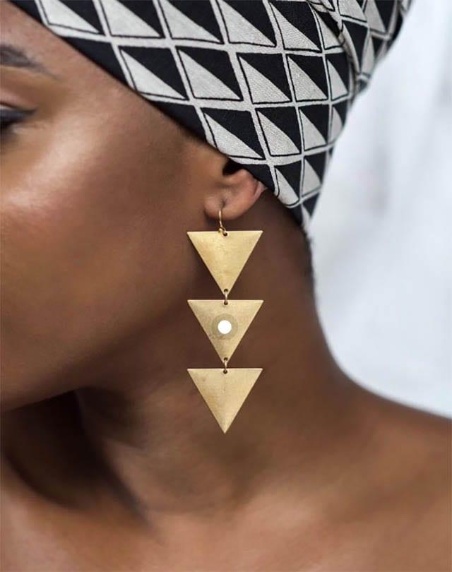 עגילי זהב משולשים, אופנה