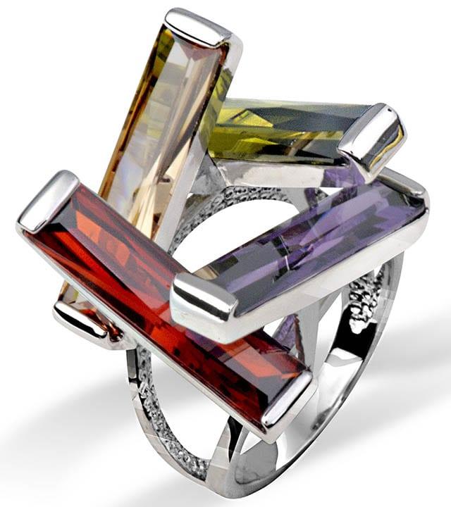 טבעת כסף משובצת זירקונים בצבעים, 265 שח, להשיג בעדיים מכל הלב (קלישר 24 בני ברק), צלם יוסי גמזו לטובה
