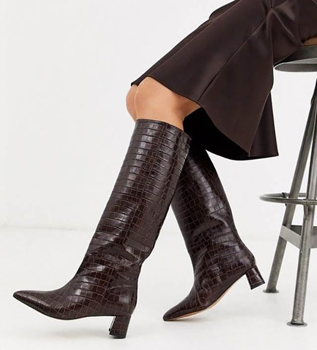 מגפיים נחש עור שחור אסוס, מגזין אופנה