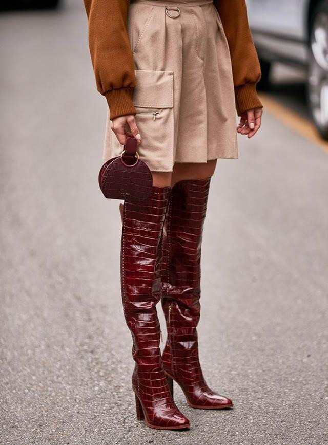 מגפיים עור אדום, מגזין אופנה