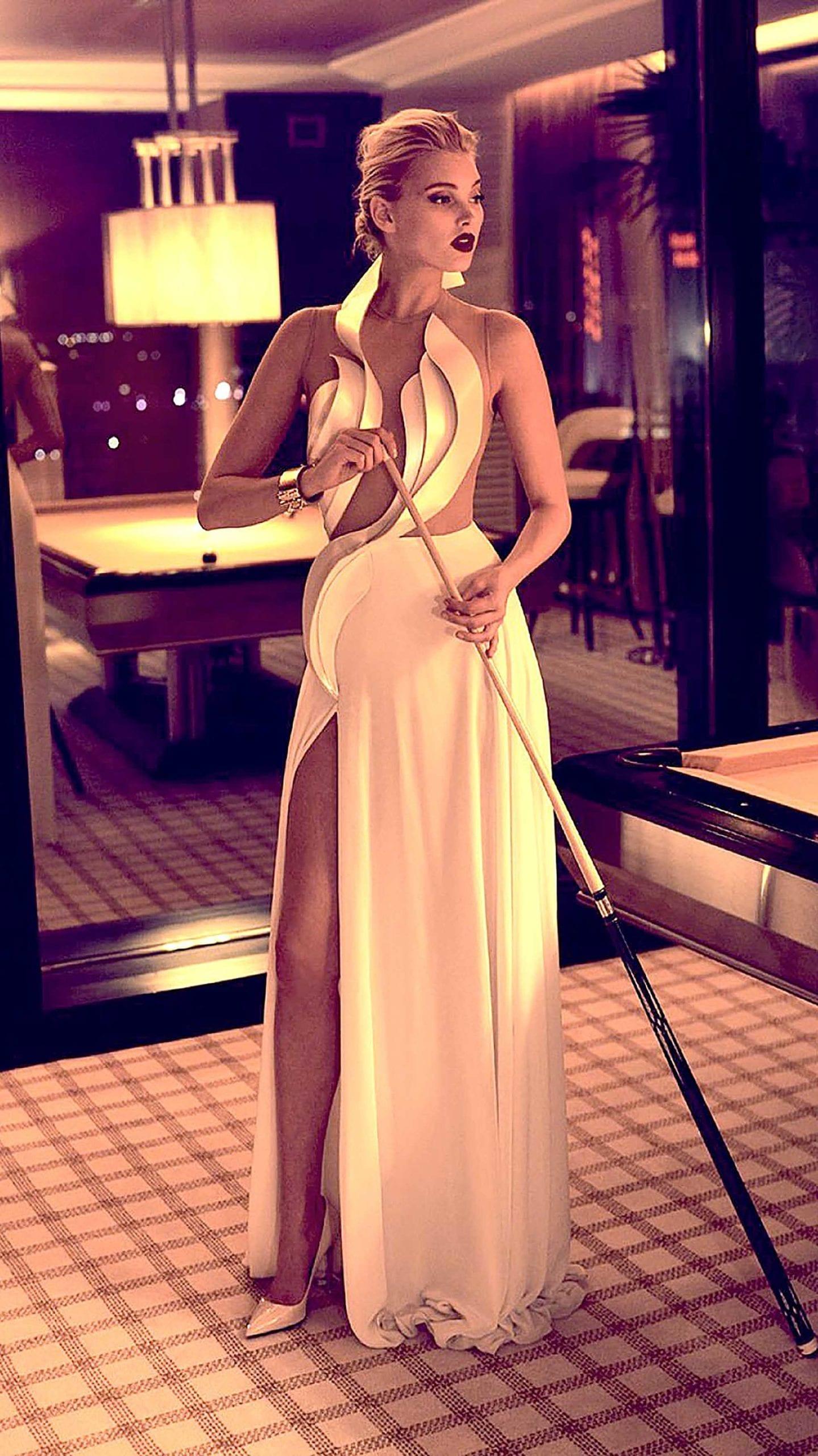 הטופ מודל אלסה הוסק בשמלה של אלון ליבנה צילום מגזין מקסים, מגזין אופנה
