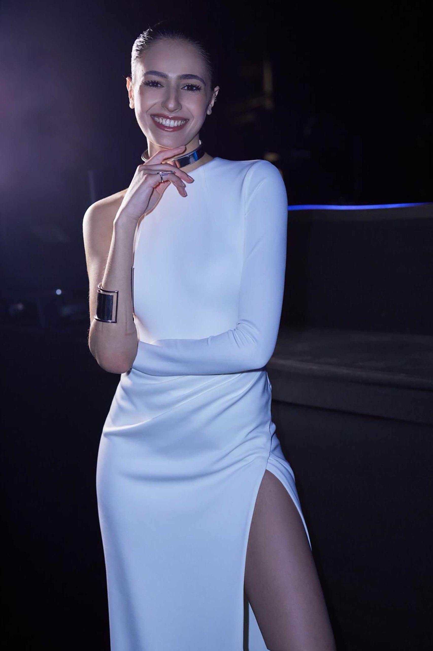 לוסי איוב לובשת אלון ליבנה בחצי גמר צילום נדב קליין, מגזין אופנה