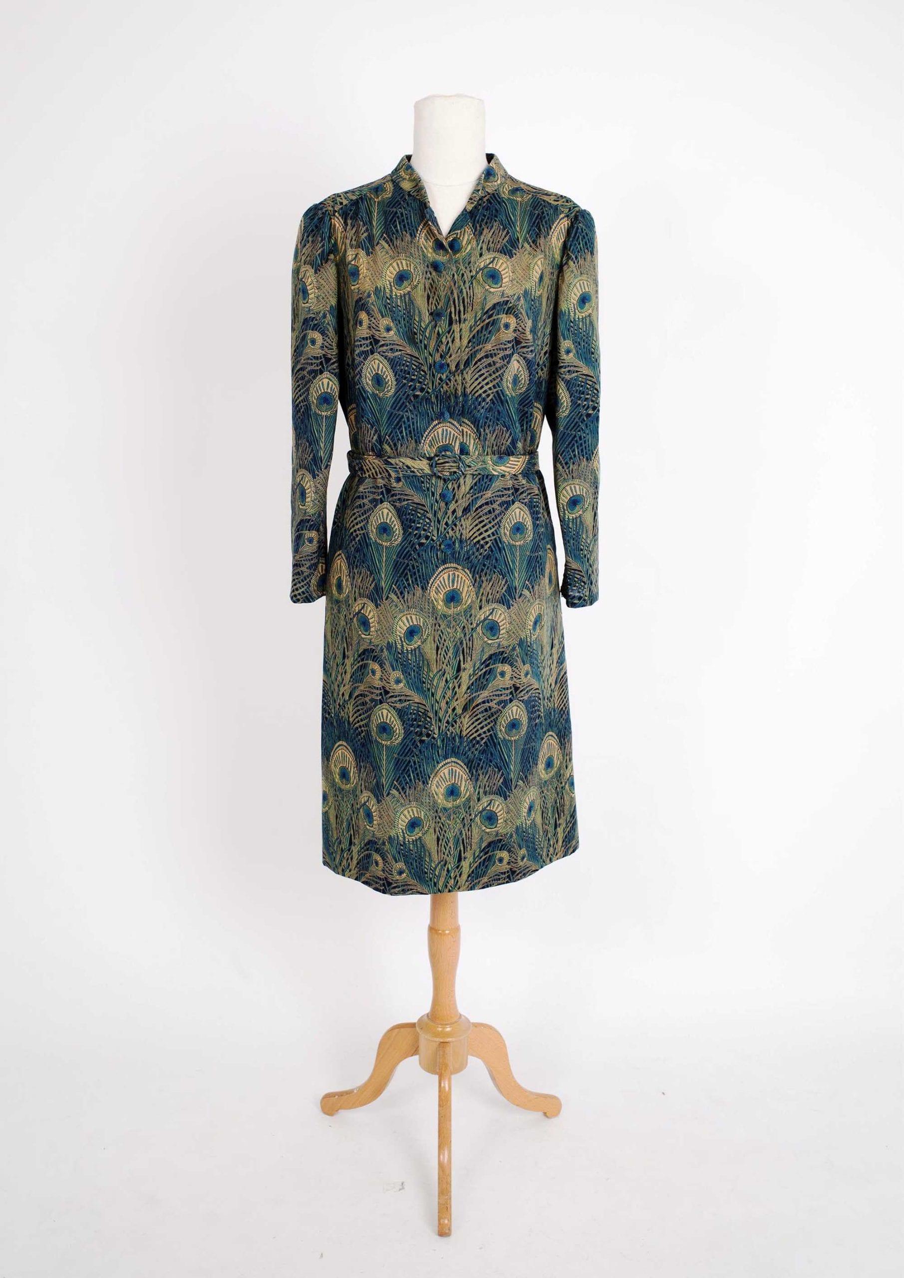 אופנה, שמלת טווס לולה בר מאוסף שנרא צילום לי ברבו