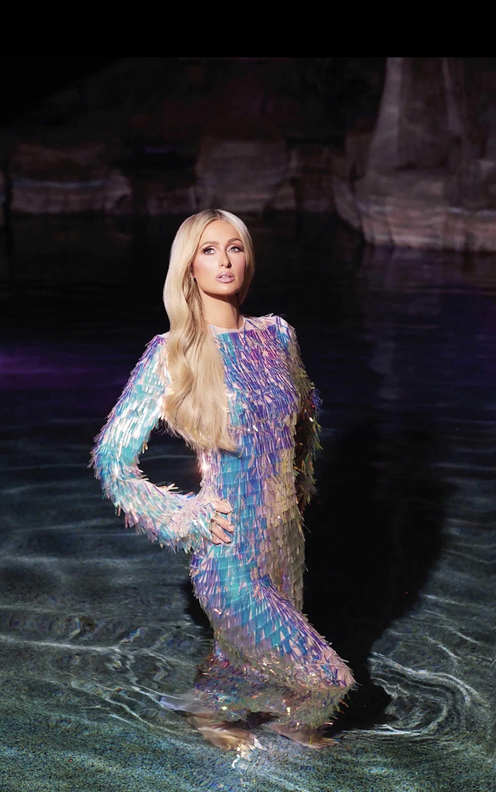 פריס הילטון בשמלה של אלון ליבנה למגזין קוסמופוליטן דצמבר 2019 צילום יחצ חול, מגזין אופנה