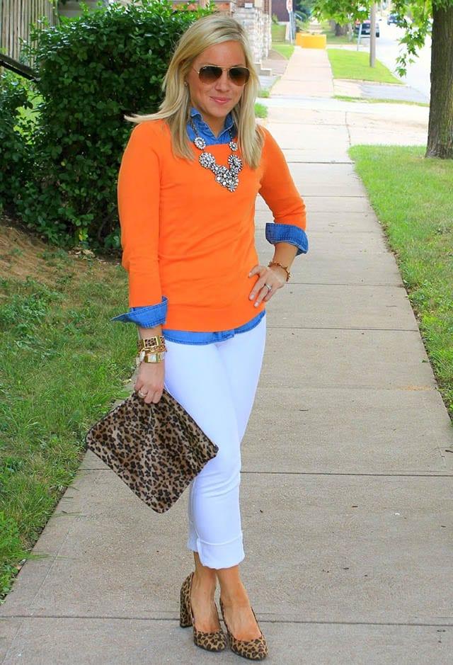 Animal print-chambray shirt-white jeans, כתבות אופנה