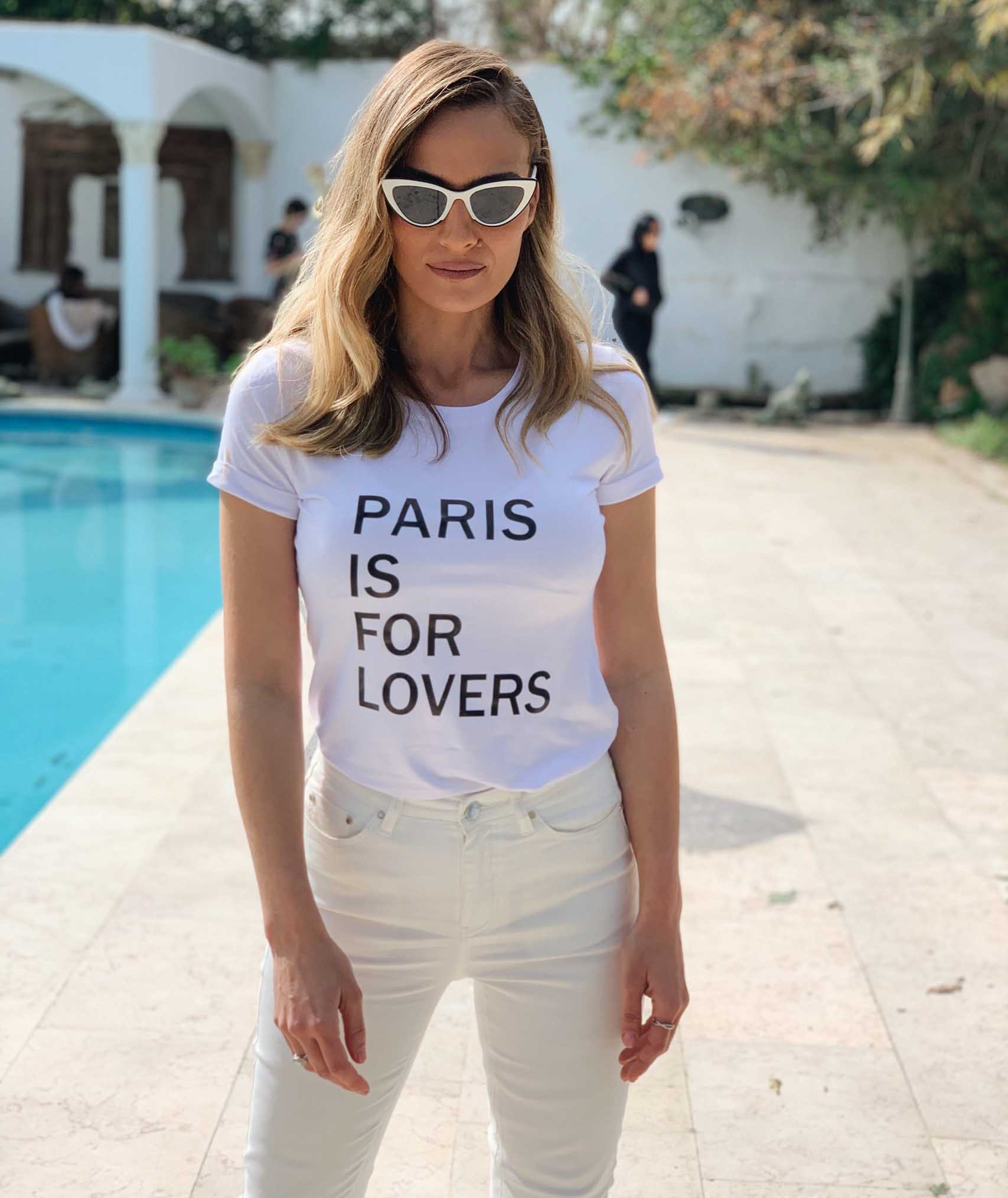 ולנטיין דיי 2020, אילנית לוי עם טי שירטס וולנטיין גולברי קרדיט צילום שקד בוארון, מגזין אופנה