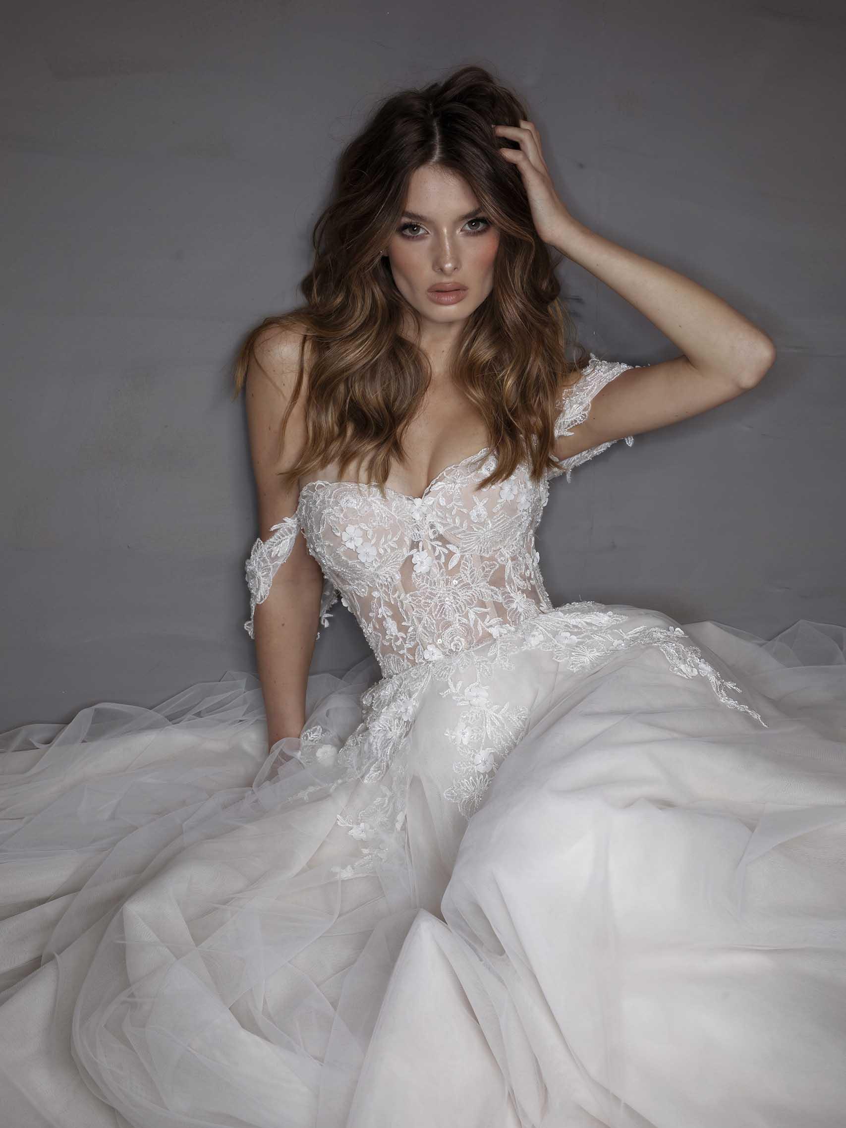 רירקי דלאל שמלת כלה, אירוע מתחתנים בטרויה