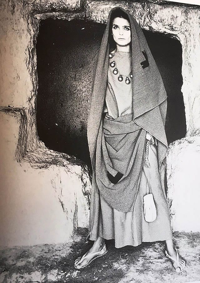 שמלת עין גדי בהשראת פיסות בד, צילום סטודיו גברא שנות ה- 60_מגזין אופנה