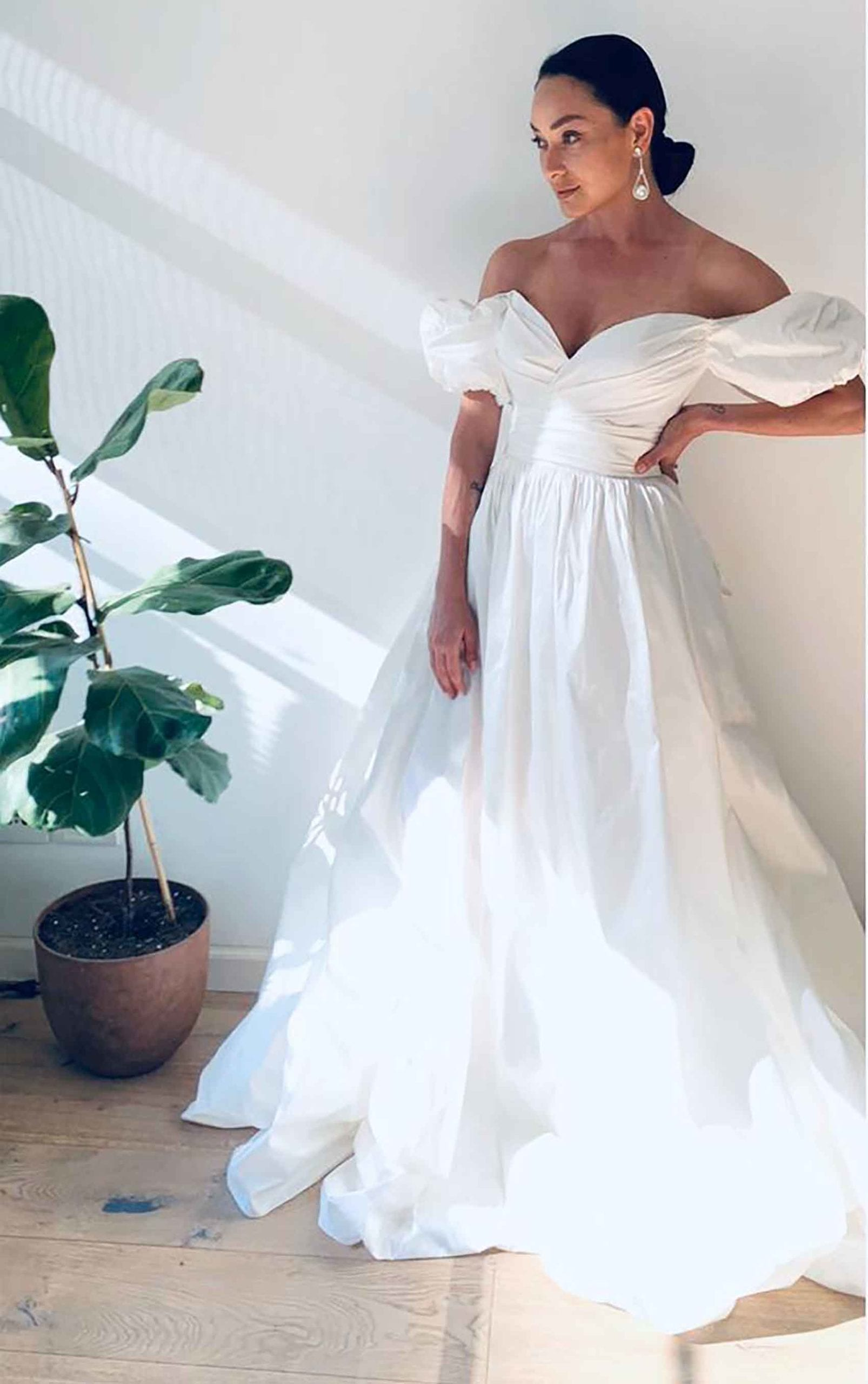 אנה-ארונוב-בשמלה-של-ליהי-הוד-מגזין-אופנה