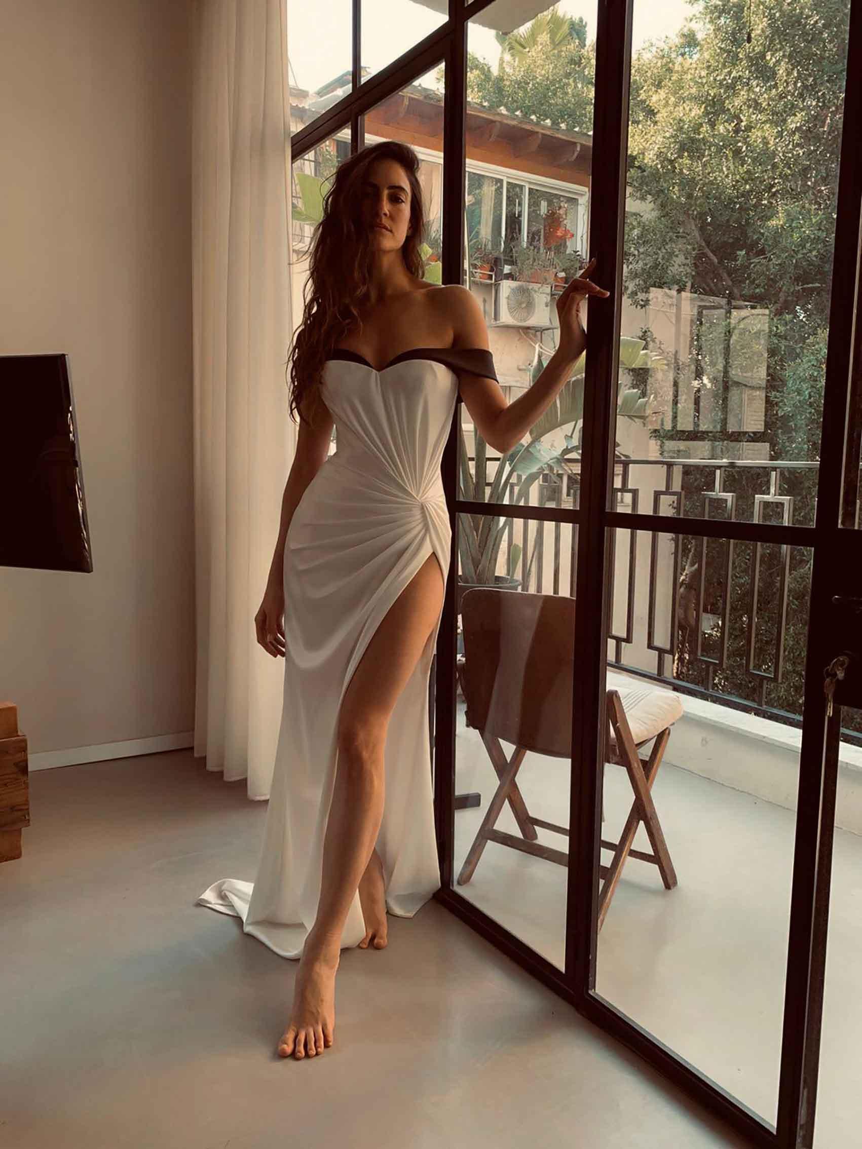 רונה-לי-שמעון-בשמלה-של-גליה-להב-מגזין-אופנה