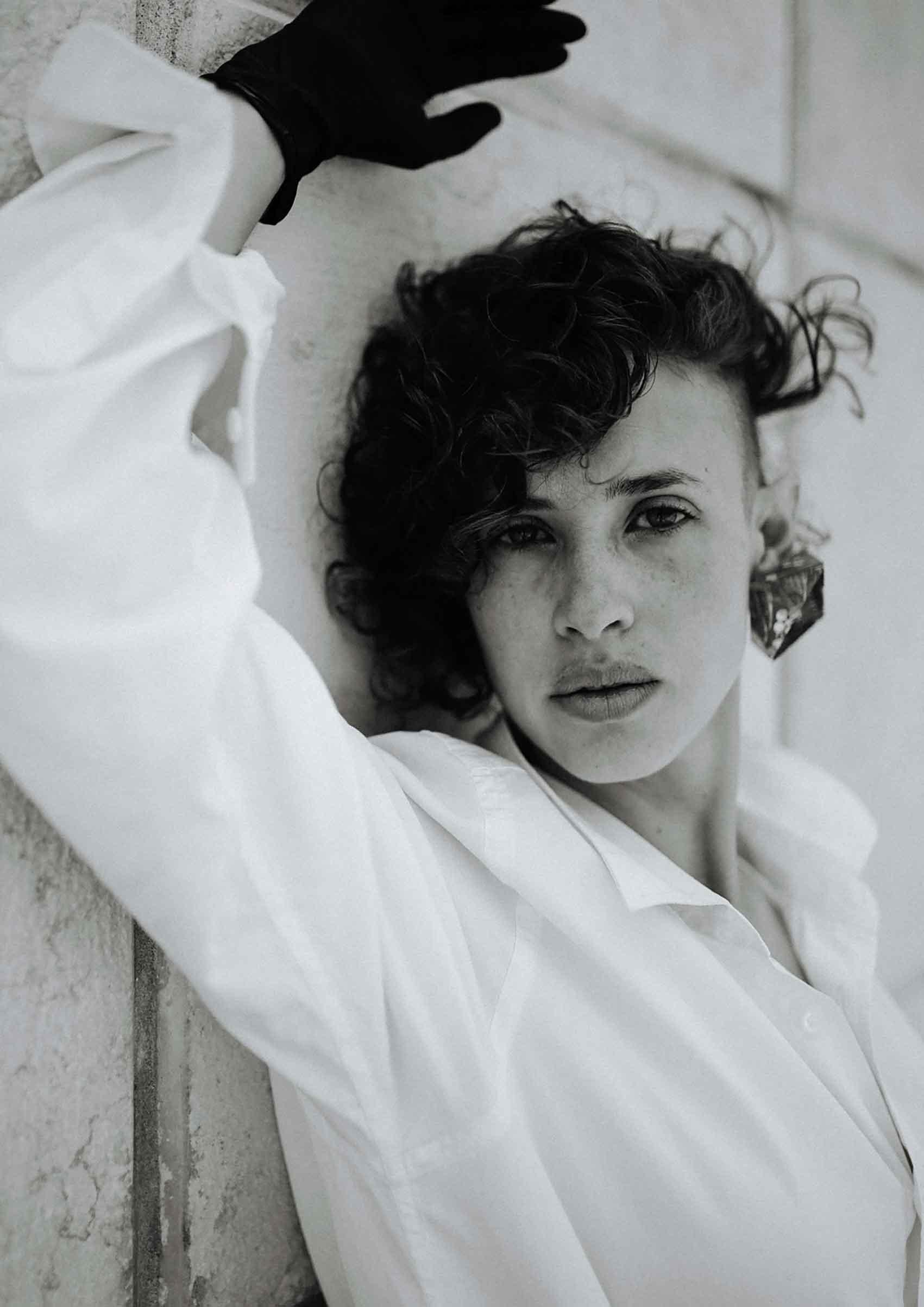 צילום-עיצוב-תכשיטים-הדר אלפסי-דוגמנית-רינה נקונצ'ני-Fashion Israel-מגזין-אופנה-ישראלי-הפקות-אופנה-2