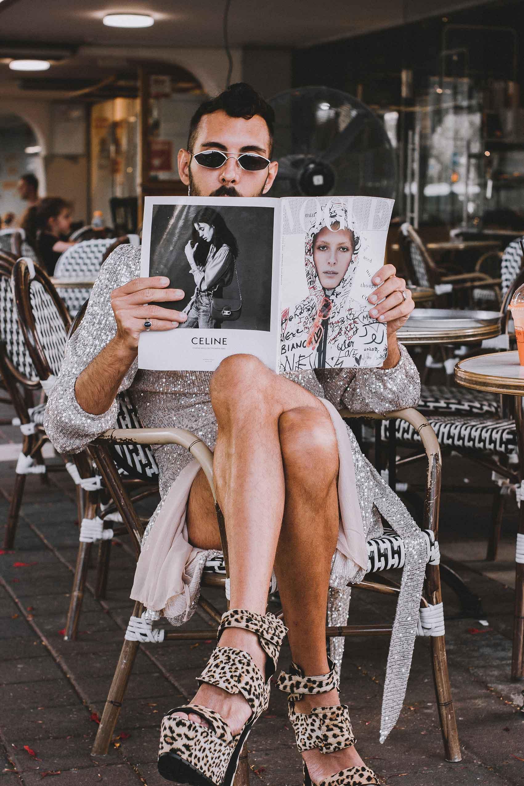 שמלה ומשקפיים: שחר רבן, נעליים: אוסף פרטי