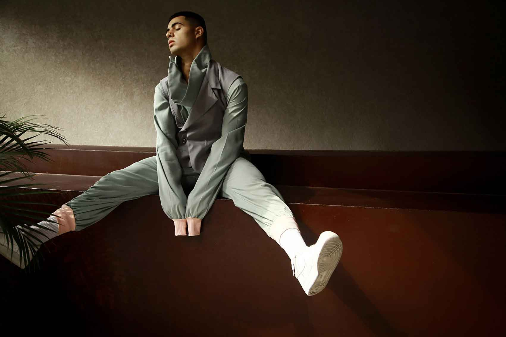 יהונתן-מרגי-מגזין-אופנה-טטי-כהן-המחלקה-לצורפות-ואופנה-בצלאל
