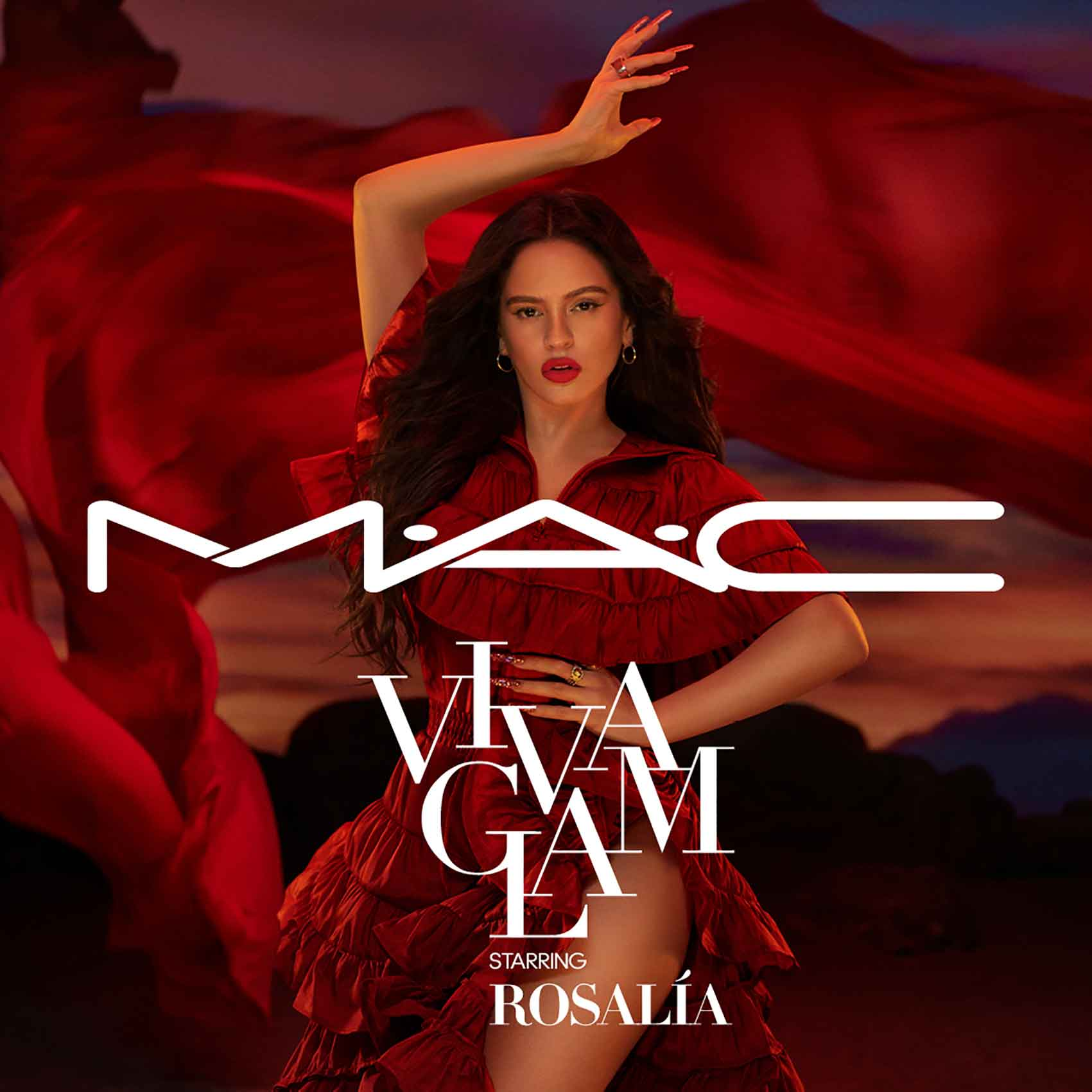 מגזין-אופנה-רוסליה-זמרת-ספרדיה-זוכת הגראמי-נערת-מאק