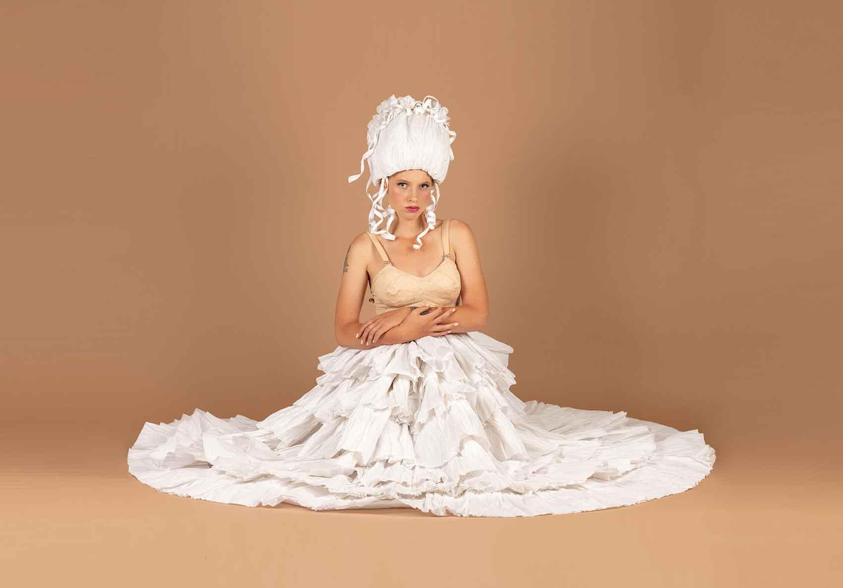 הפקות-אופנה- צילום: ליז כדר, מעצבת בנייר: מירב פלג, איפור: יעל ברזילי, דוגמנית: ליזה טרטרוב