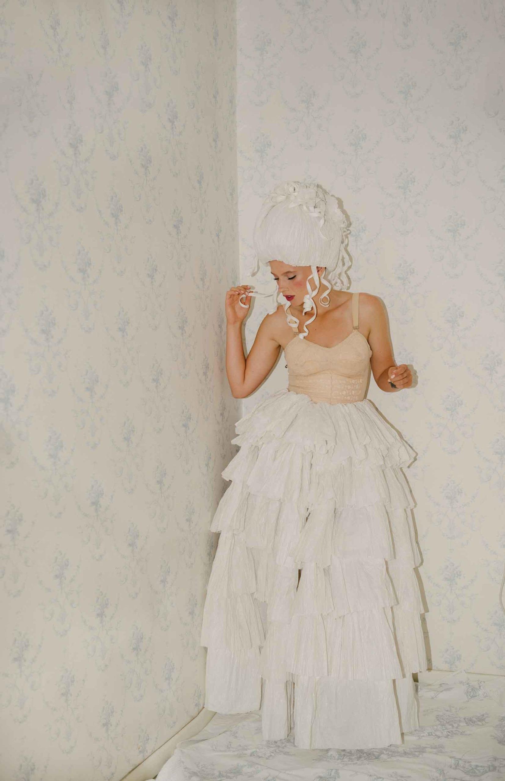 אפנה-צילום: ליז כדר, מעצבת בנייר: מירב פלג, איפור: יעל ברזילי, דוגמנית: ליזה טרטרוב