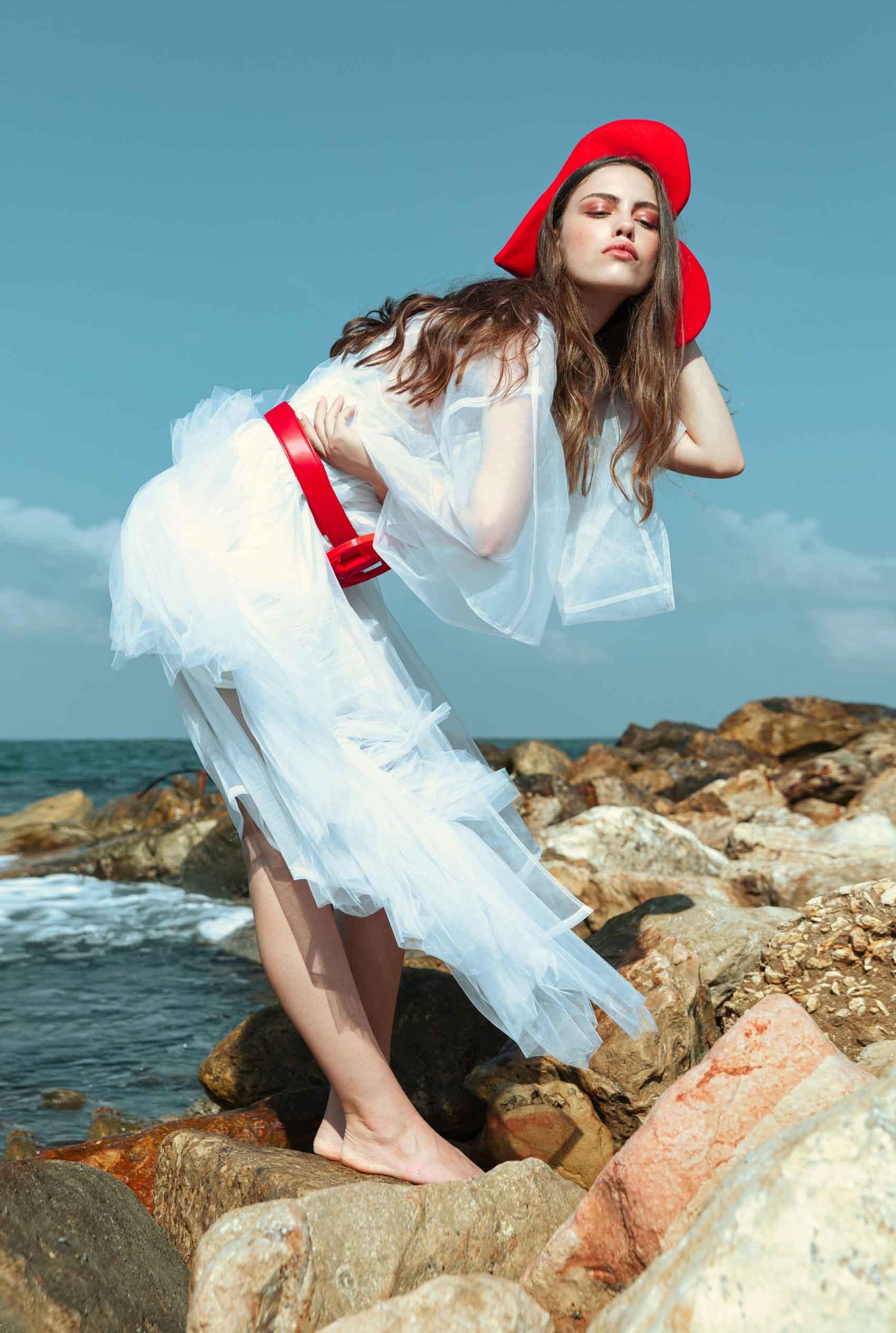 כוח-נשי-הפקות-אופנה- קימונו: שחר אבנט. כובע וחגורה: שיר כהן