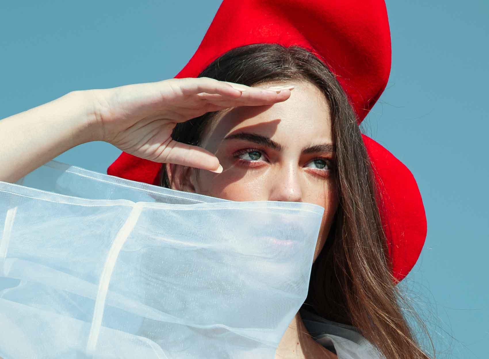 כוח-נשי-הפקות-אופנה - קימונו: שחר אבנט. כובע וחגורה: שיר כהן