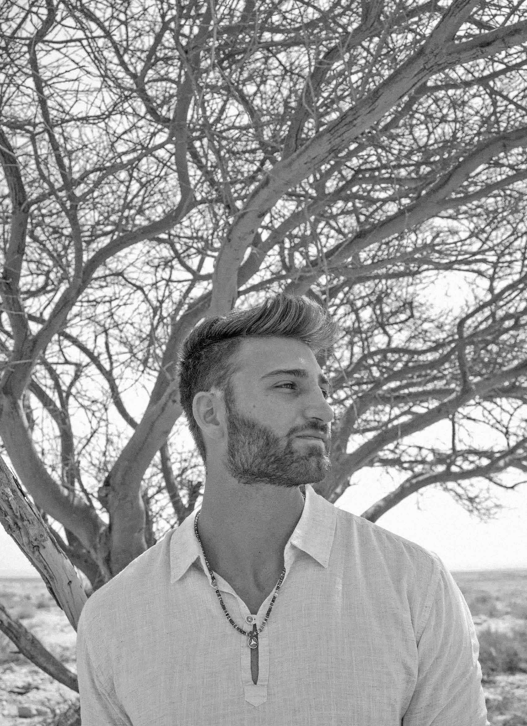 צילום-טלי-שמל-דוגמן-יותם-שולמן-תכשיטים-רונית-ים-מגזין-אופנה-לגברים