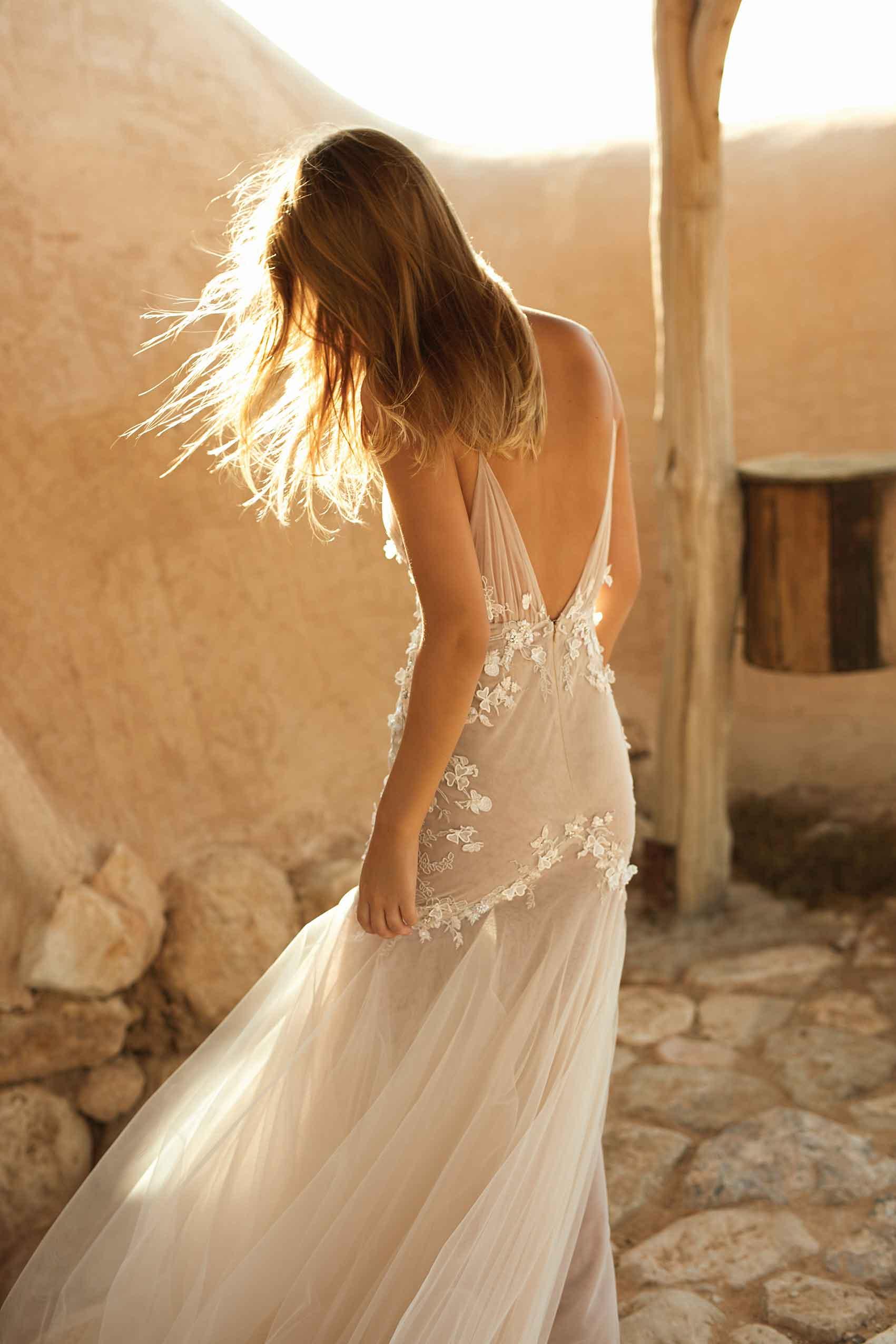 סופיה_מצטנר_ליז_מרטינז_שמלות_כלה_2021_מגזין_אופנה