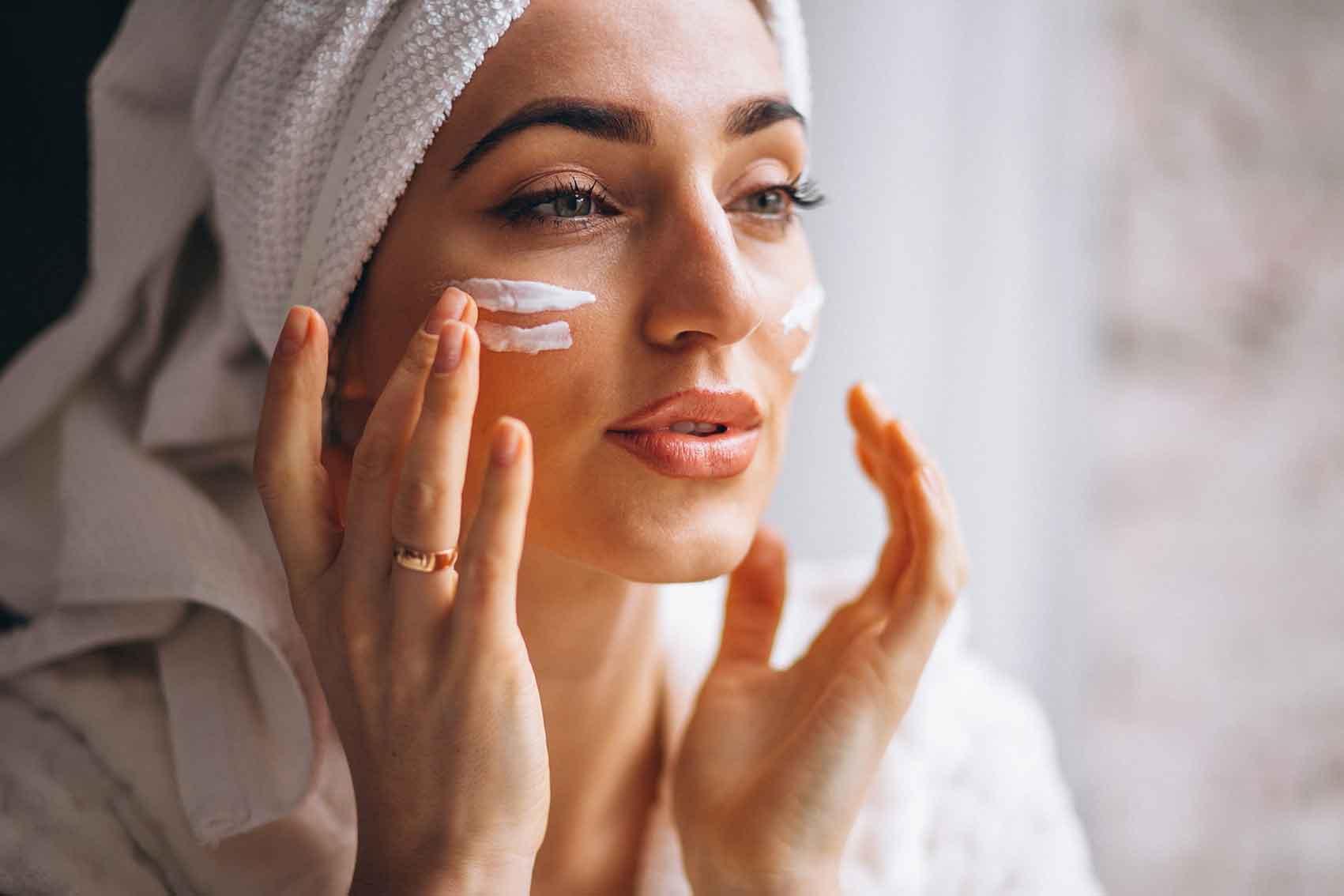 טיפוח-שמירה-על-העור-בעקבות-עטיית-מסיכה