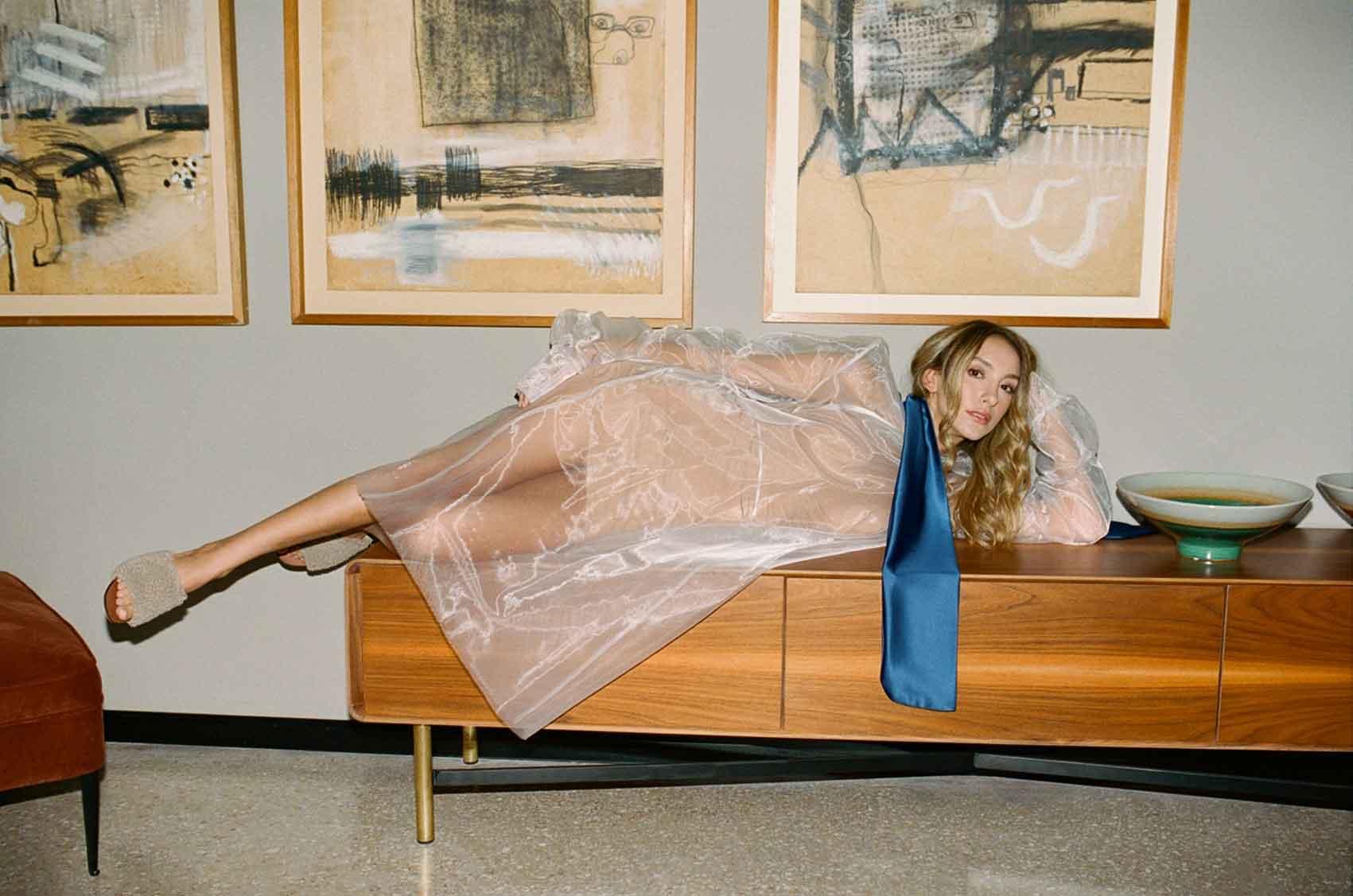 הפקת אופנה- dream story. צלם- מושיקו טישלר, סטייליסטית- נועה שבי, איפור שיער- רעות טוריאל, דוגמנית- ליר עוז (סוכנות יולי)-אופנה