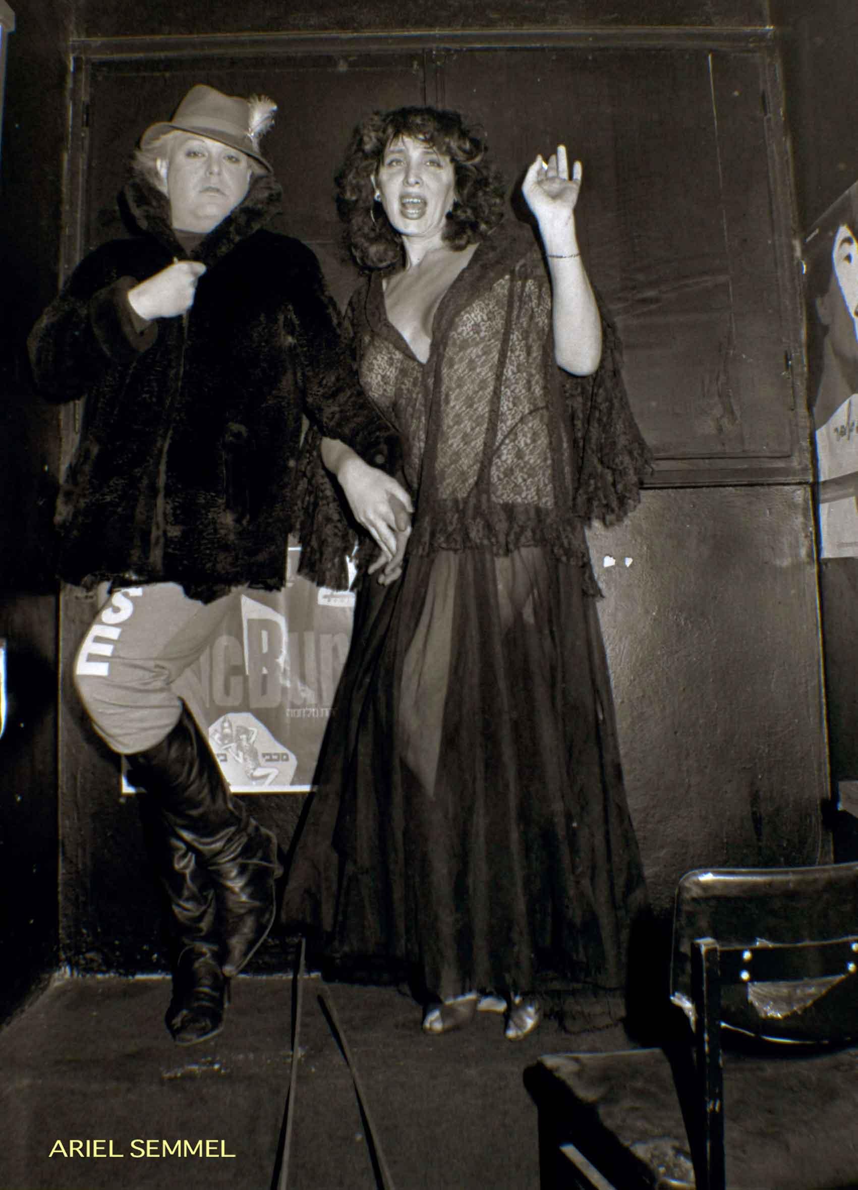 גילה-גולדשטיין-וזלמן-שושי-בקולנוע-דן-בתל-אביב---1984-צילום--אריאל-סמל