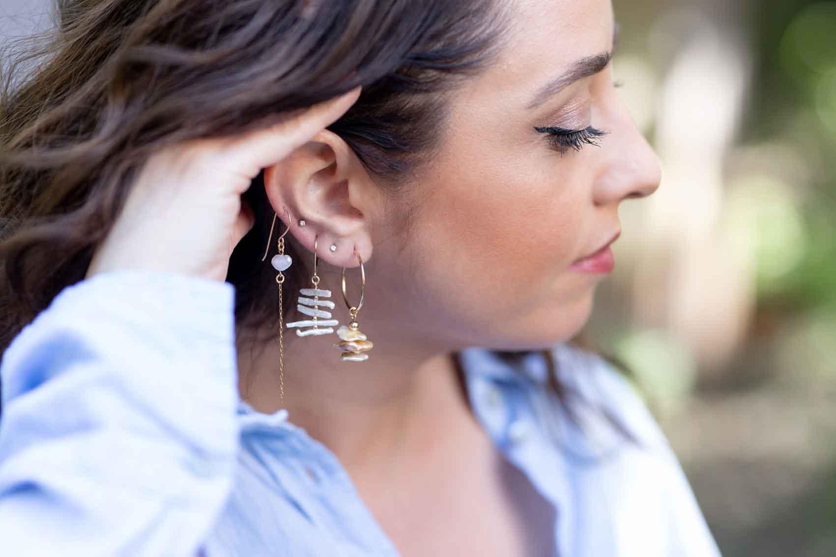 Anat Eyal Design. טלי עונדת מיקס עגילים עם פנינים טבעיות ופראיות, צילום: שלי פדן-לורבר-אופנה