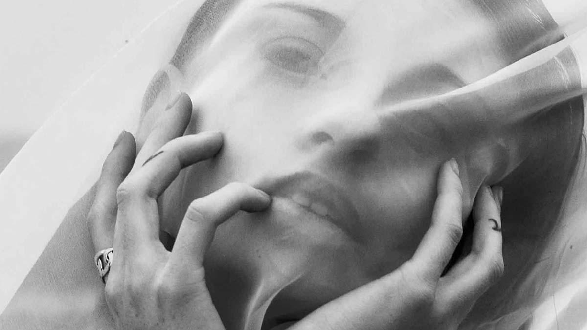 הפקות-אופנה-Photographer: PAVEL ZUBENKO, Model: ANASTASIA KUDRYAVTSEVA, Model Agency: HH MODEL, Styling: DANA ASHEROV, Hair Stylist & Makeup Artist: OLLA SIGUROV, Photographer Ass: EDO ASULIN - כתבות-אופנה