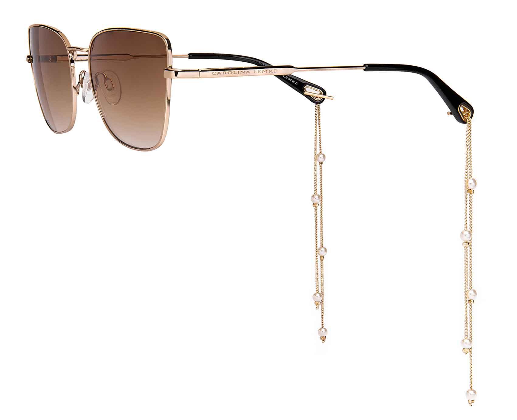 קרולינה-למקה-משקפי-עגילים-צילום-קרולינה-למקה