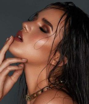 מגזין-אופנה-אונליין-צילום: שי קחזם, איפור: מיכל סנה, שיער: שי דיפאני, סטיילינג: מעיין גולקו, דוגמנית נויה אליה