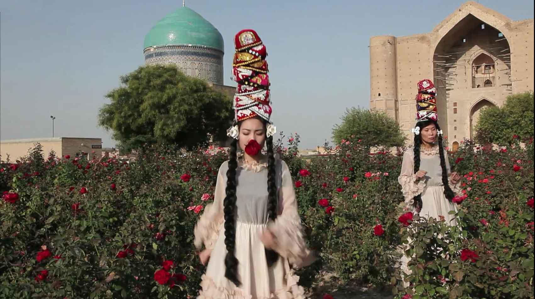 Almagul Menlibayeva-מגזין-אופנה-דיגיטלי