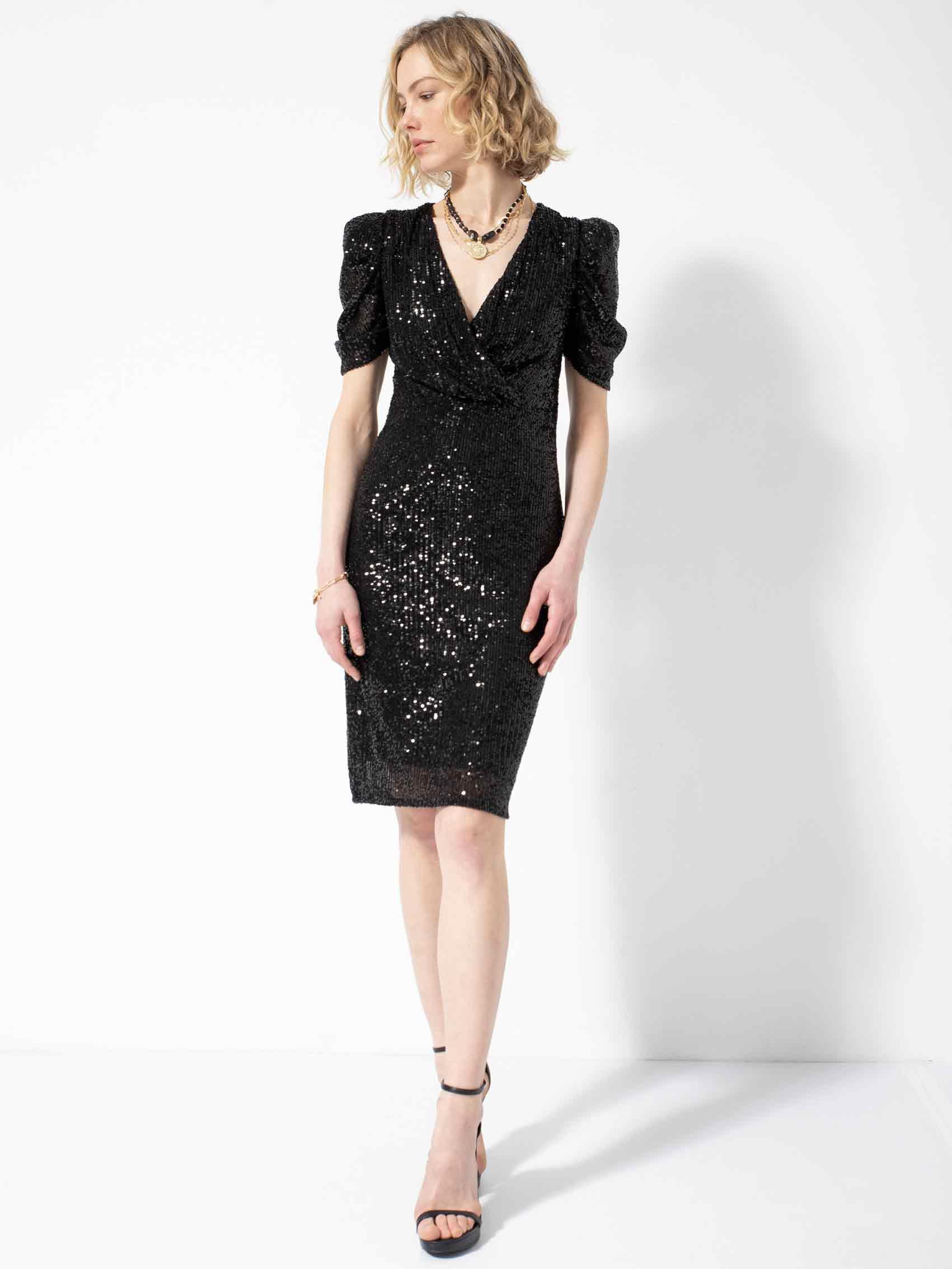 גולברי. שמלה: שקל.אופנה