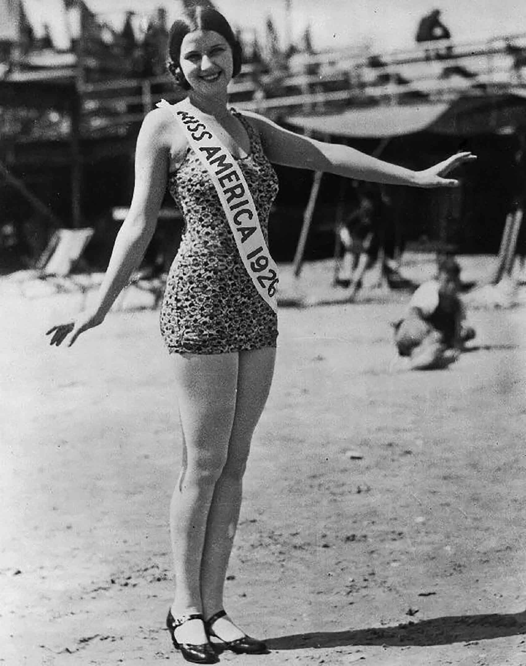 מיס-אמריקה-נורמה-סמוולד-אופנה