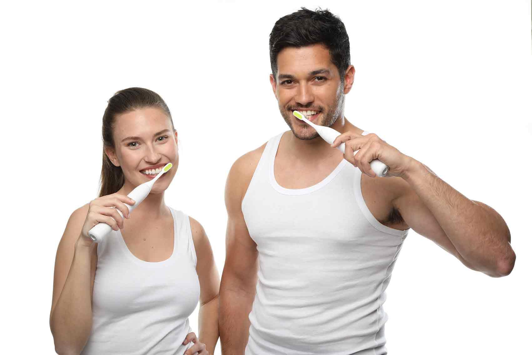 אופנה-פטנט-ישראלי-מברשת-שיניים-חשמלית-toothwave-של-חברת-סילקן-.-צילום-דן-לב