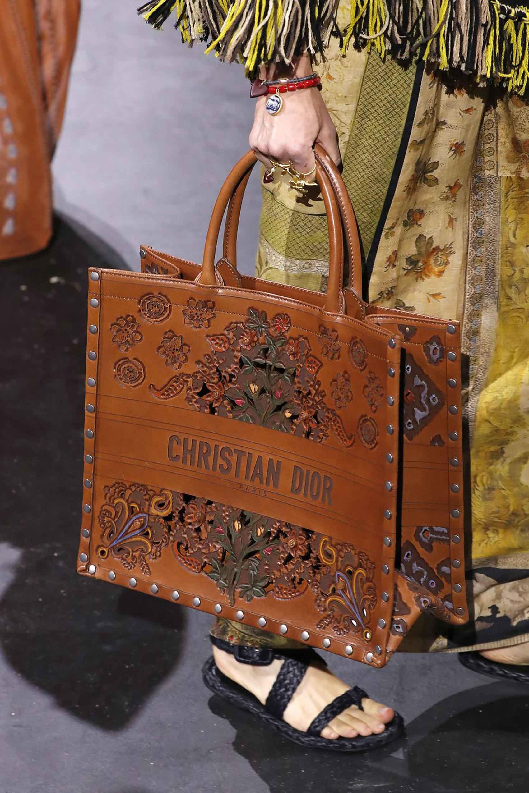 Dior. אזעקת טרנד: מגמות הנעליים המובילות קיץ 2021