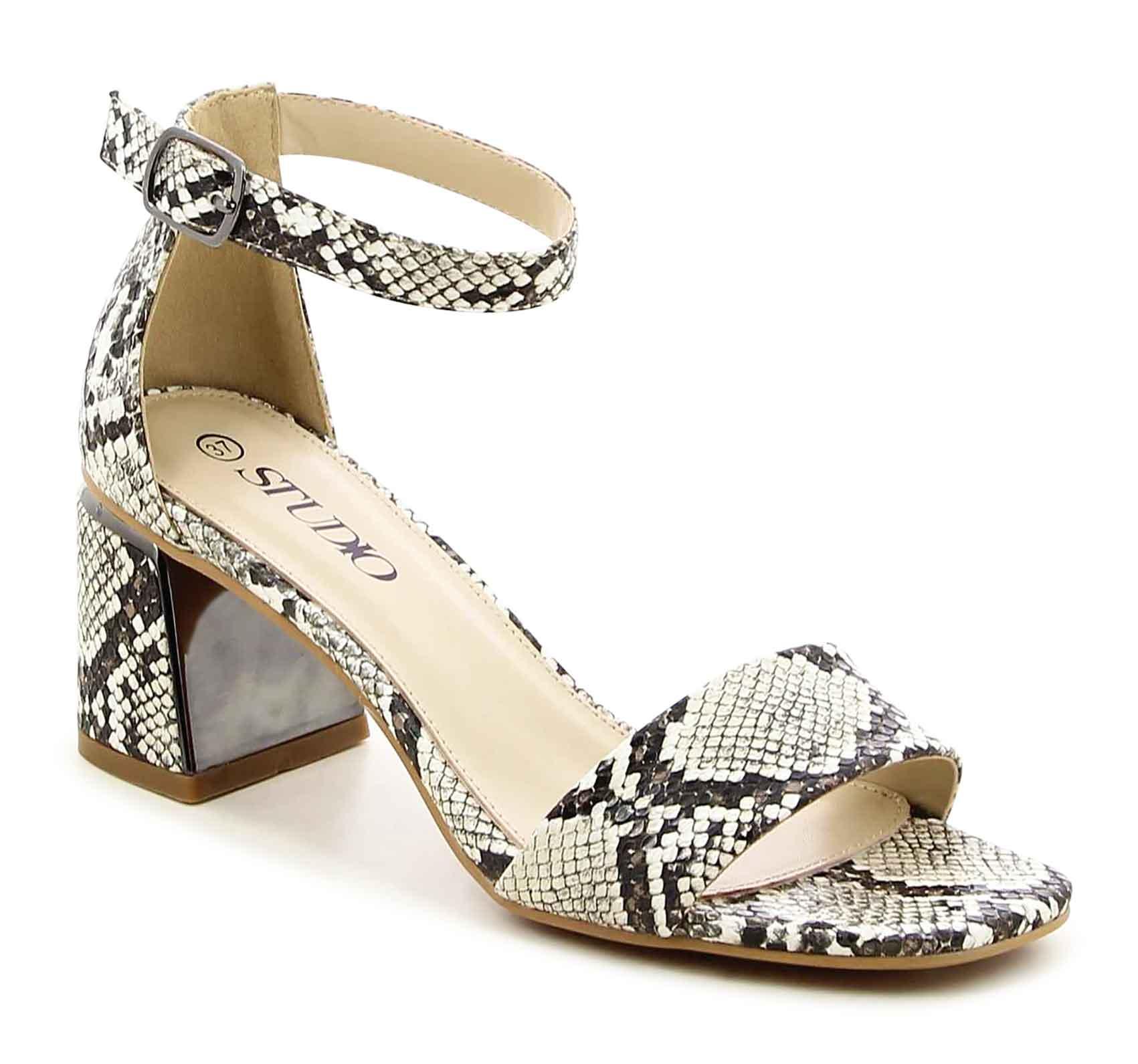 נעלי גלי. מחיר 99.90 במקום 199.90 שקל. צילום גל ביטון