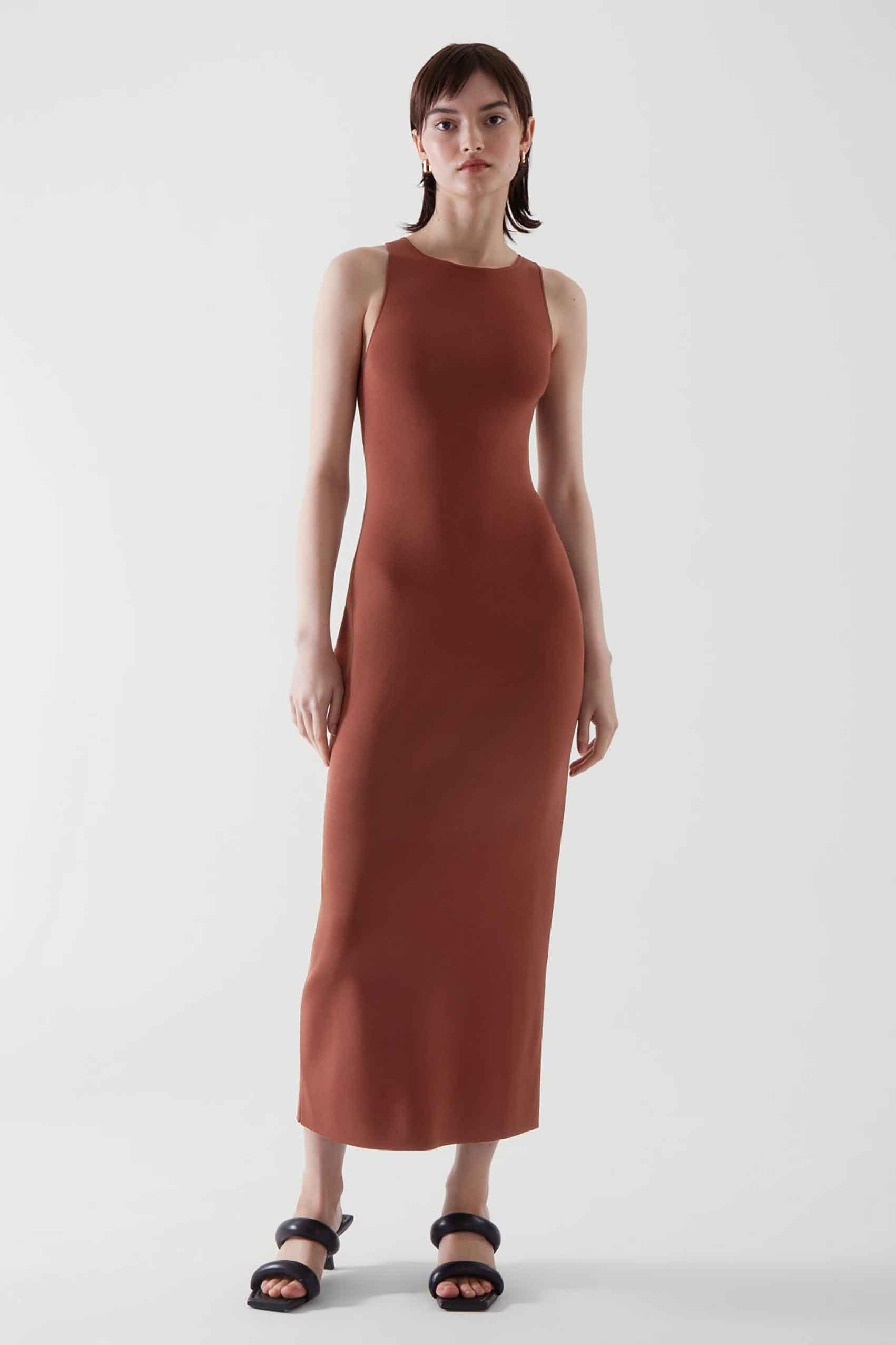"""שמלה 395 שקל. צילום: יח""""צ COS - 2"""