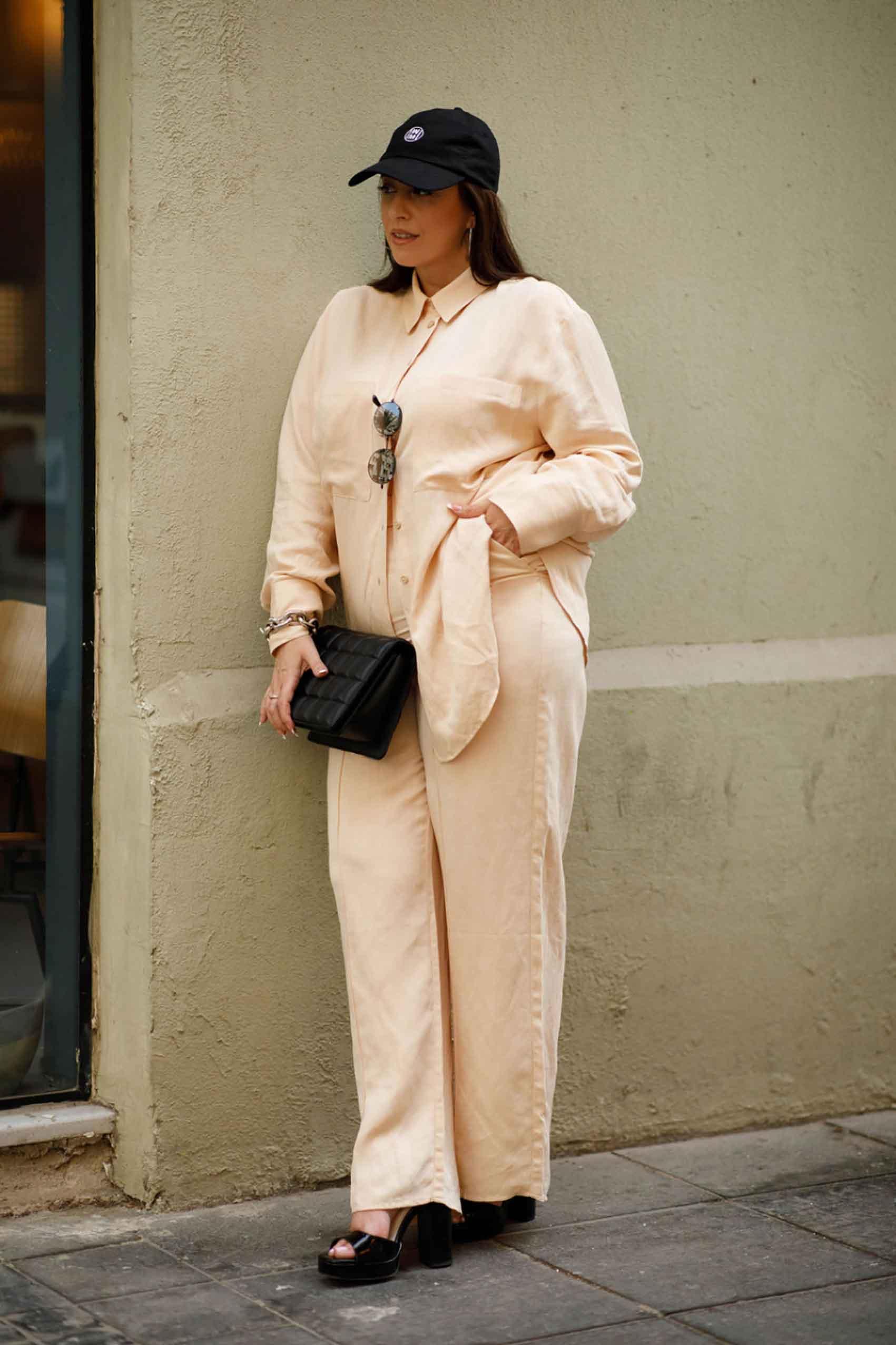 היום הרביעי. טלי ארבל ל H&M ישראל, צילום: לילך זמיר עם כובע מצחייה שהוא oh so cool ותיק הורס להשלמת האטיטיוד!  - 2